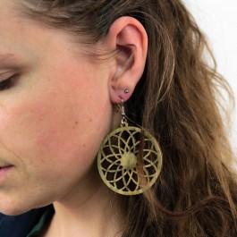 Hoentjen creatie - Houten oorbel, bloem mandala kakigroen groot