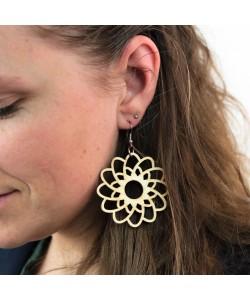 Houten oorbel, bloem neutraal groot
