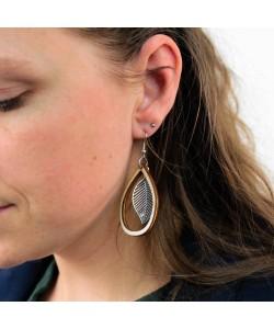 Houten oorbellen, ovaal met veertje