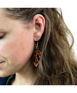 Houten oorbel, blad notenhout klein