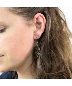 Houten oorbellen, spiraal bloem zwart klein