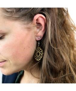 Houten oorbellen, spiraal bloem kakigroen klein