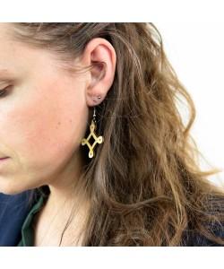 Houten oorbellen, sierlijk ruitje neutraal klein